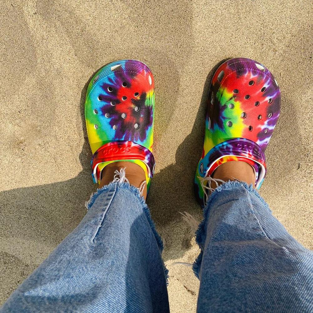 Crocs Clogs Bistro Tie Dye Rainbow Red Yellow Blue Green Slip On M13